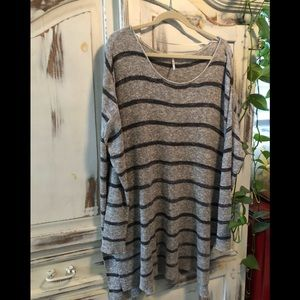 Free people Long sleeve sweater lightly worn